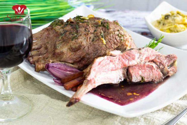 Lammkarree mit Rotweinsauce und Lauchpüree