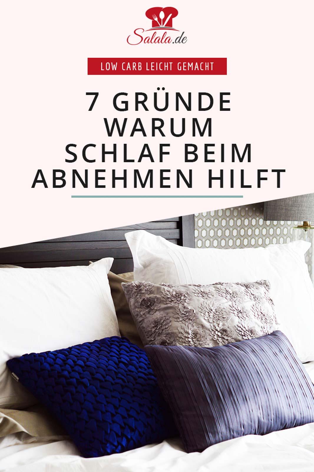 Wie hängen Schlaf und Abnehmen zusammen? Hat Schlaf wirklich einen Einfluss auf dein Hungergefühl? Kannst Du mit genügend Schlaf wirklich schlank werden? Ob du wirklich Schlank im Schlaf werden kannst, das erfährst du in diesem Artikel. Und auch, was Low Carb damit zu tun hat. #schlankimschlaf #abnehmen #schlafen #schlafqualität #lowcarbschlafen #schlafundabnehmen #abnehmenimschlaf