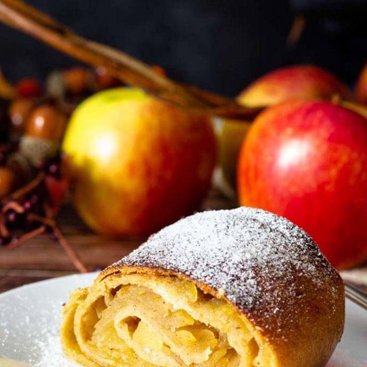 Low Carb Apfelstrudel I by salala.de I Rezept ohne Mehl und ohne Zucker glutenfrei backen.png