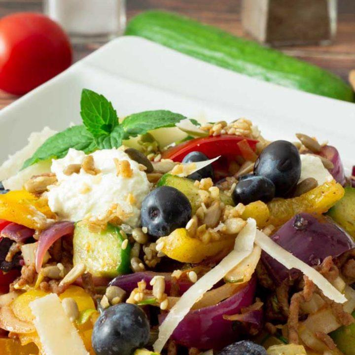 Scharfer Gurkensalat I by salala.de I Warmer Salat mit Hackfleisch und Gemüse Chili und Ricotta 1