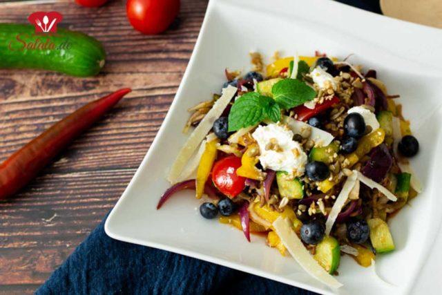 Warmer Salat mit scharfem Hackfleisch