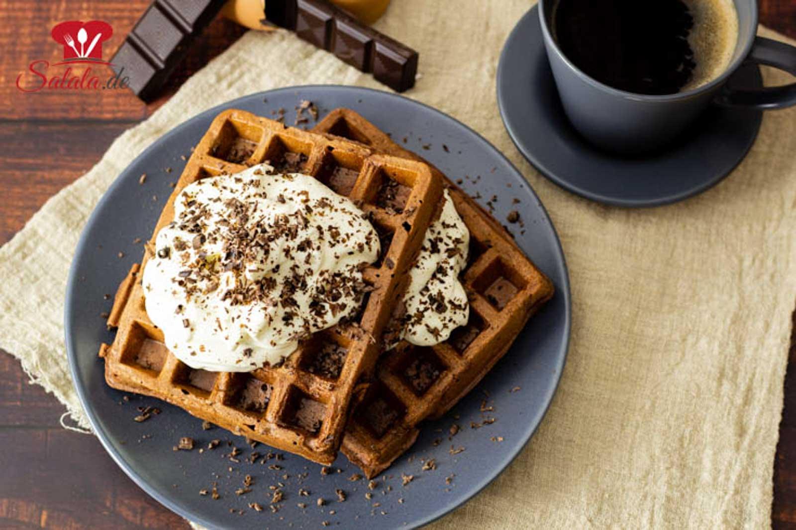 Schoko-Chaffles – süße Keto-Waffeln mit Kakao
