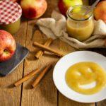 Selbst gemachtes Apfelmus ist sowas von lecker, auch ohne Zucker. Einfach Äpfel schälen, Wasser, Zimt und Vanille mit rein. Kurz kochen lassen, pürieren und fertig. Und ja, auch Apfelmus kan Low Carb sein. Nur als Keto geht's nicht durch. #Apfelmus #LowCarbApfelmus #ApfelmusOhneZucker #LowCarbApfel
