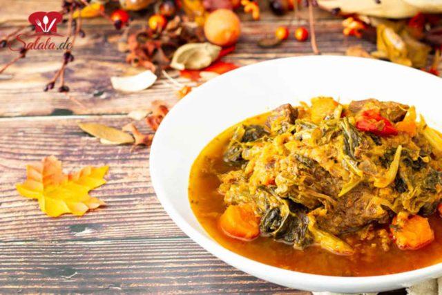 Wirsing ist ein unglaublich tolles Gemüse. Reich an Vitamin C und wenig Kohlenhydrate. Das perfekt Herbstgemüse für einen wärmenden Eintopf. Heute haben wir ihn in der Krups Cook4Me zusammen mit einem Suppenfleisch zu einem leckeren Eintopf verarbeitet. Logischerweise total Low Carb. #Wirsing #Eintopf #Cook4Me #LowCarbRezepte #Eintopfrezepte #LowCarbEintopf #Wirsinggemuese #LowCarbSuppe #Suppenfleisch