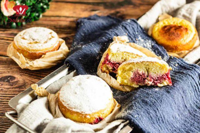 Gefüllter Chaffle-Kuchen oder Keto-Krapfen