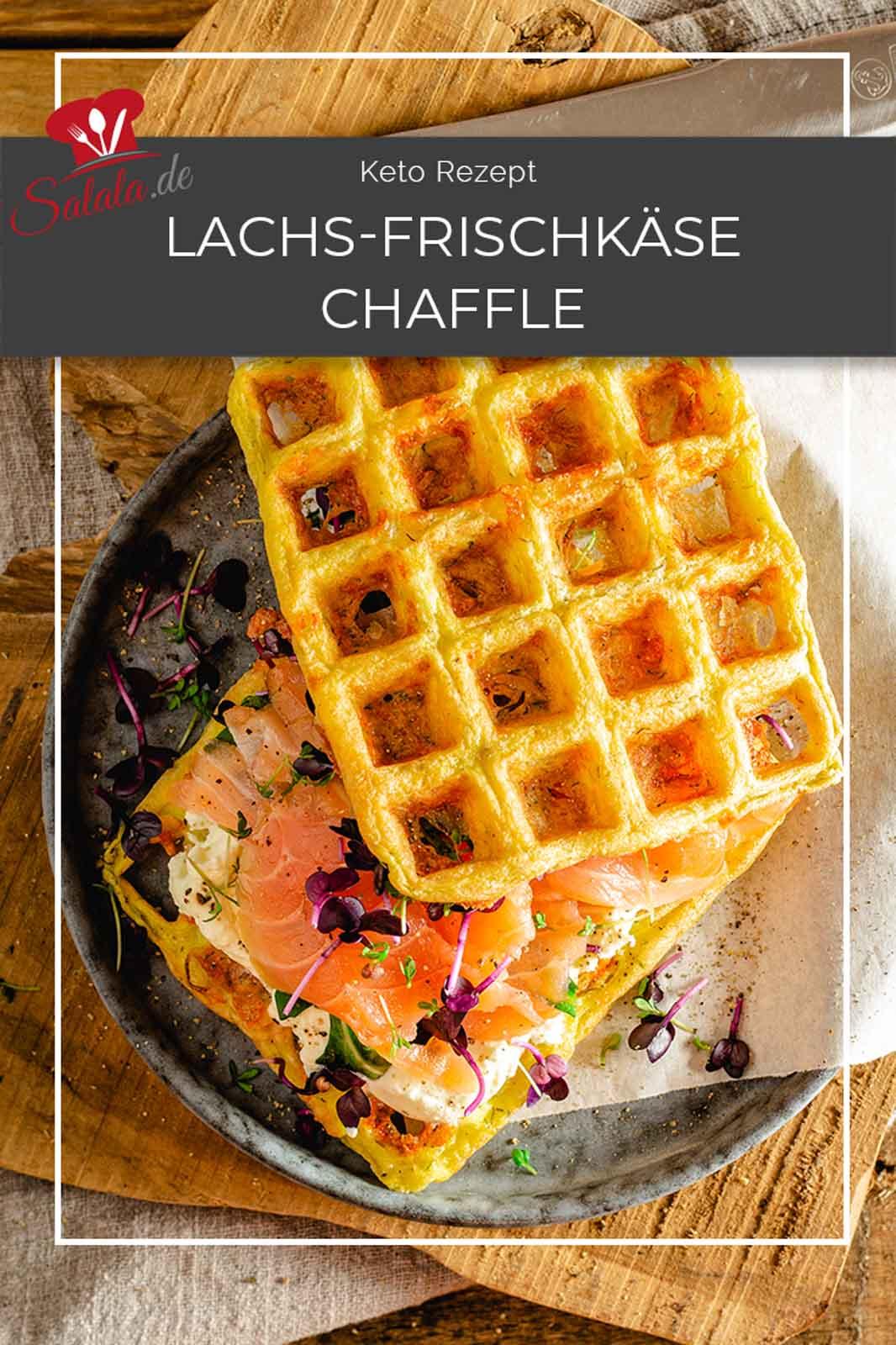 Chaffles sind ein Keto Suchtmittel. Das sind nämlich kohlenhydratarme Waffeln aus Ei und Mozzarella. Und die kannst du belegen wie du willst. Hier haben wir einfach Frischkäse und Lachs genommen. Schmeckt super lecker. Auch als Mittagessen für in der Arbeit als Low Carb Brotersatz. #KetoMittagessen #Ketorezepte #LowCarbRezepte #KetoChaffle #Chaffle #KetoWaffel