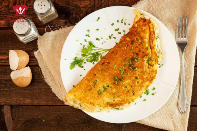 Luftiges Käse-Omelette zum Keto-Frühstück