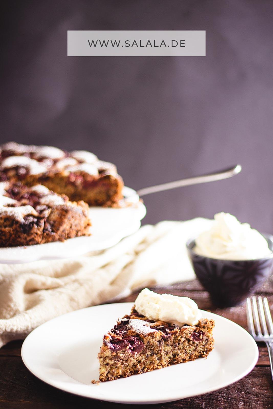 Leckerer versunkener Kirschkuchen ohne Mehl und Zucker. Perfekt für den Low Carb Sonntag Nachmittags Kaffee- und Kuchentisch. Das versunkener Kirschkuchen Low Carb Rezept mit Schokolade ist einfach zum nachmachen und ist perfekt für die  kohlenhydratarme Ernährung. #KirschkuchenOhneMehl #saftigerLowCarbKirschkuchen #LowCarbKirschkuchenRezept #LowCarbBacken #LowCarbSchokoladenKirschKuchen #VersunkenerKirschkuchenRezept