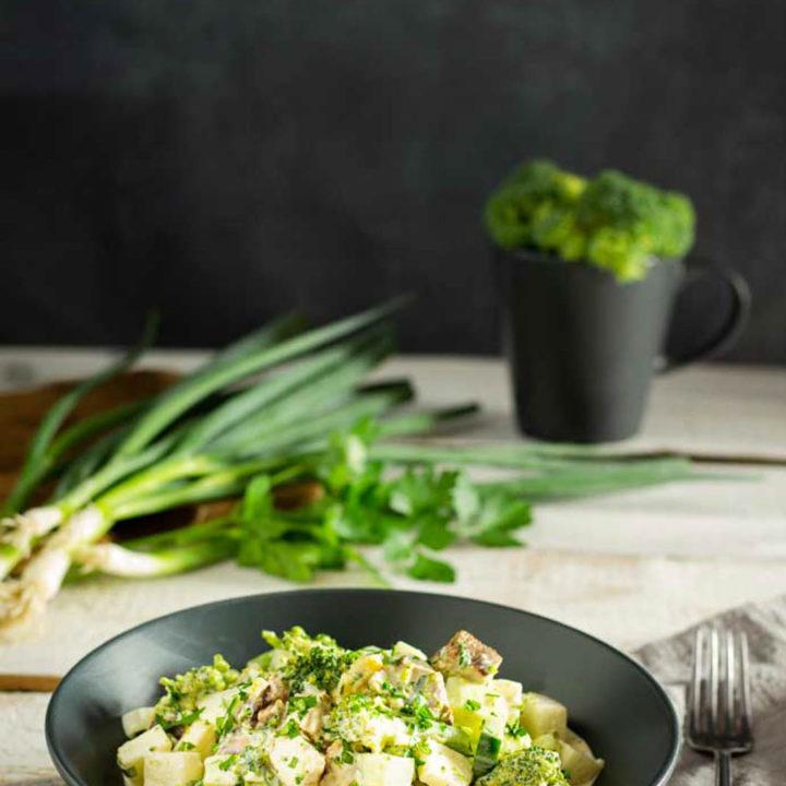 7 Tassen Salat mit Brokkoli und Grillresten Low Carb Rezept 20200820 Pinterest salala.de Hochkant 1