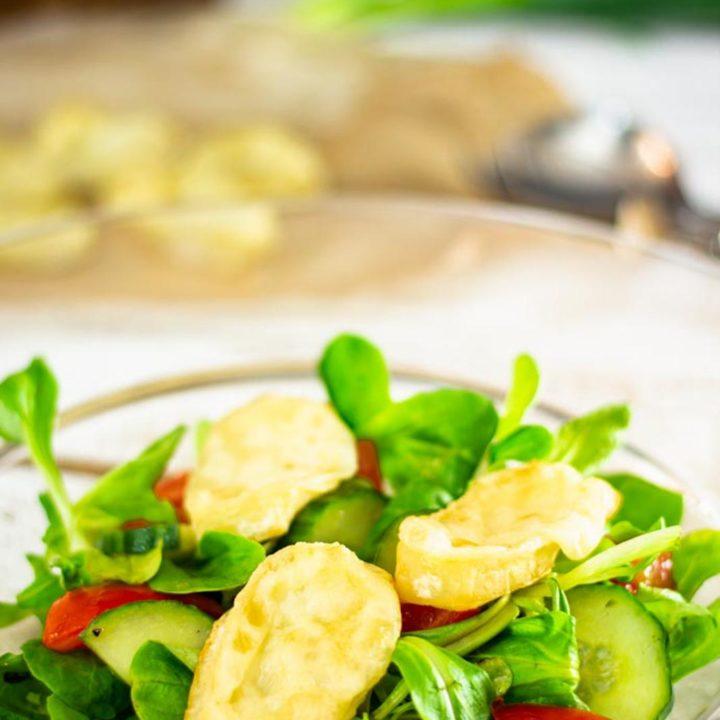 Salat mit Ziegenkaese und schneller Salatsosse Low Carb und Keto Rezept 20200821 Pinterest salala.de Hochkant 3
