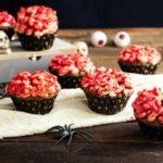 Gehirn Cupcakes zu Halloween Low Carb Braincakes mit Erythrit Buttercreme