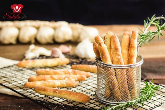 Brotstangen mit Knoblauch aus Fathead Teig – ketogen und glutenfrei