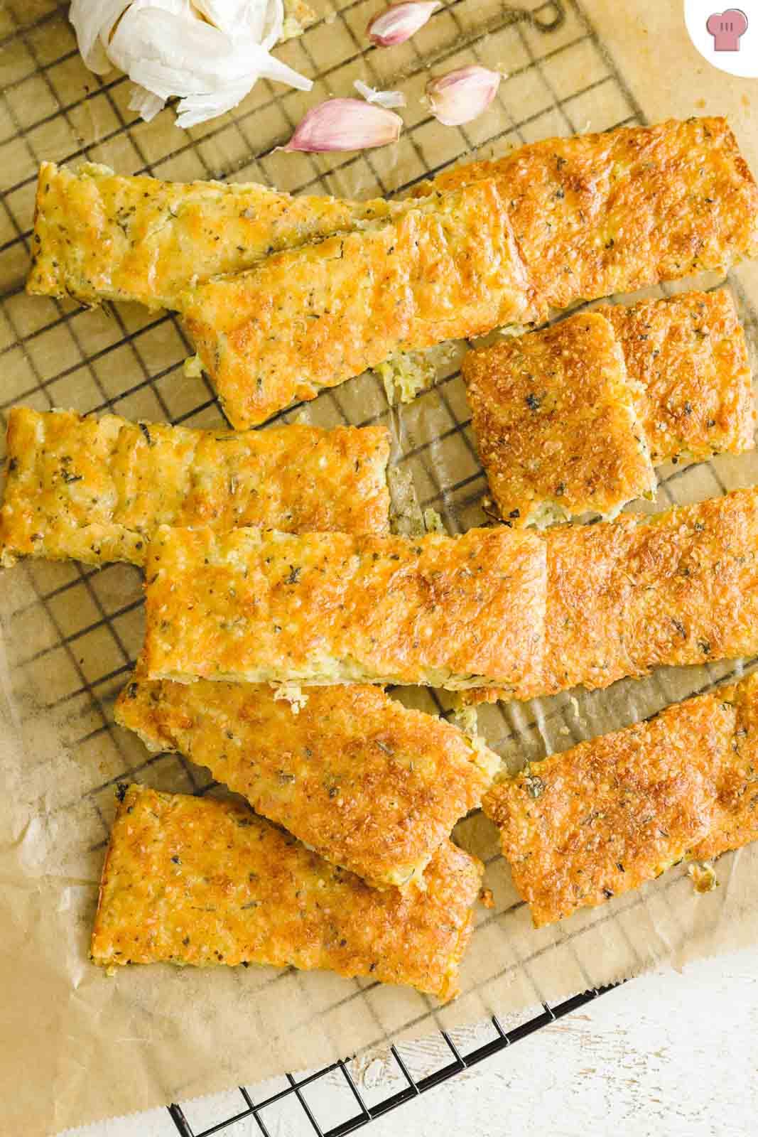 Gebackene Käsesticks mit Mozzarella und Parmesan | Keto Rezept