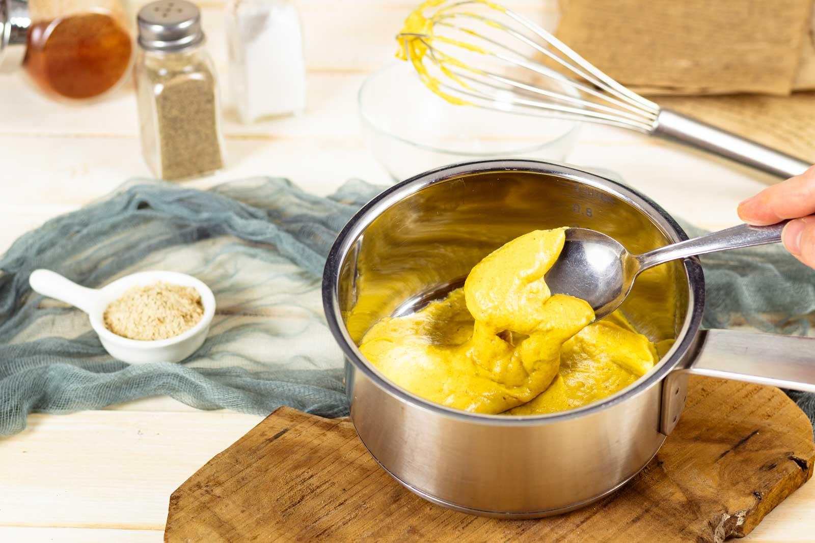 Vegane Käsesauce Keto Rezept mit Mandelmehl
