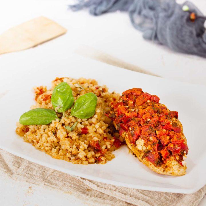 Gefüllte Hähnchenbrust mit Blumenkohlreis Keto Rezept