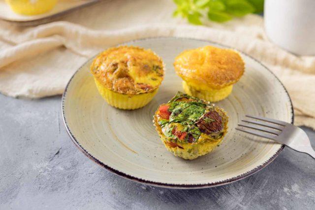 Herzhafte Frühstücksmuffins – 3 Keto-Rezepte