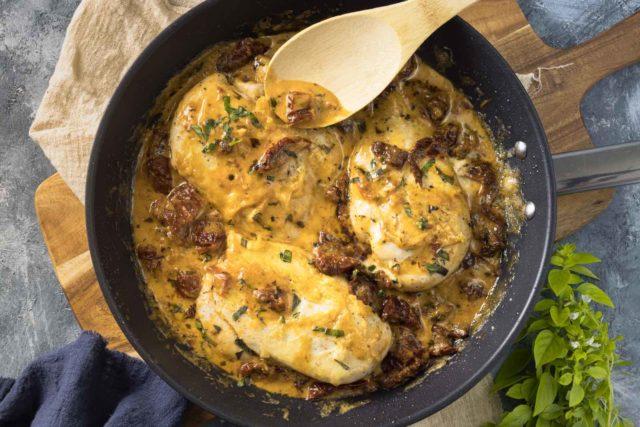 Hähnchen mit Parmesankruste und getrockneten Tomaten